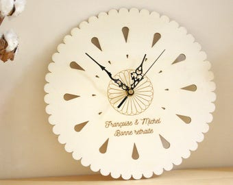 Custom Clock in wood personalized with your text engraved, unique gift for nature lovers, natural design, poetic home decor, round flower