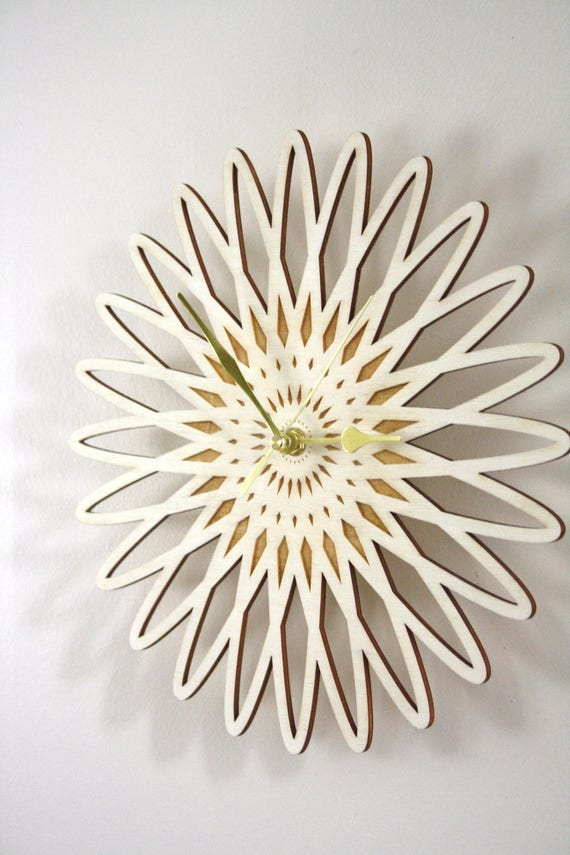 horloge murale en bois pendule rosace fleur gravure et etsy. Black Bedroom Furniture Sets. Home Design Ideas