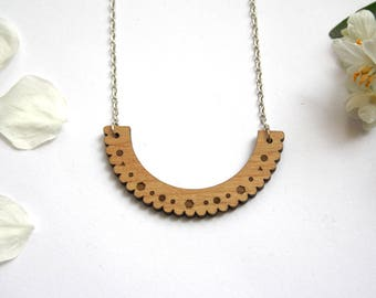 Geometric necklace, point lace pattern, wooden collar, unique jewel, natural wood, metal silver color, original gift for her, made in France