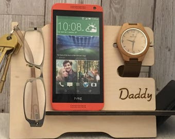 Mens valet stand for wallet, phone, glasses, watch & keys. Personalised with any name, writing or picture. Pyrography organiser/phone stand