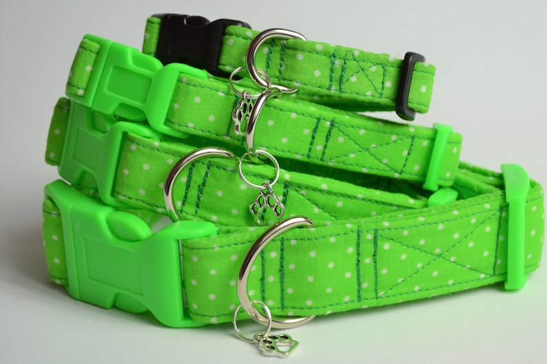 Green spot hand made adjustable fabric covered dog collar image 0
