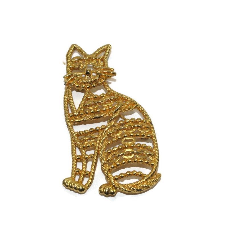AJC Hallmark. Large Vintage AJC Gold Tone Sitting Cat Brooch