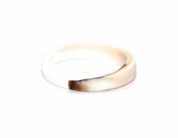 Delicate Vintage Hand Carved Ladies White Coral Size 6 Band Ring.