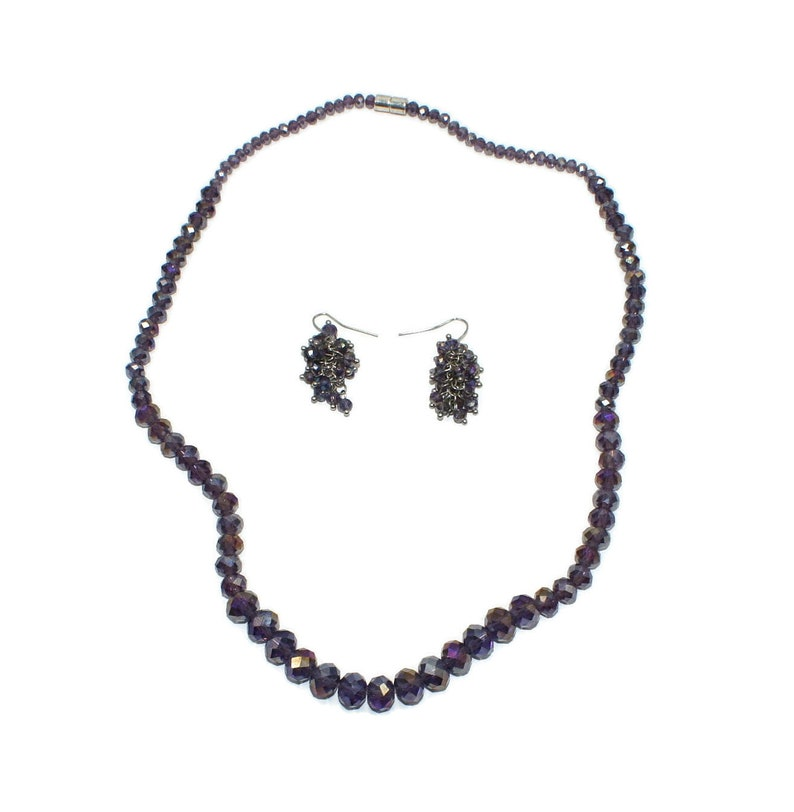 Vintage Purple Glass Faceted Graduated Bead 20 Inch Necklace with Magnetic Clasp and Matching Dangle Earrings with Hook Backs.