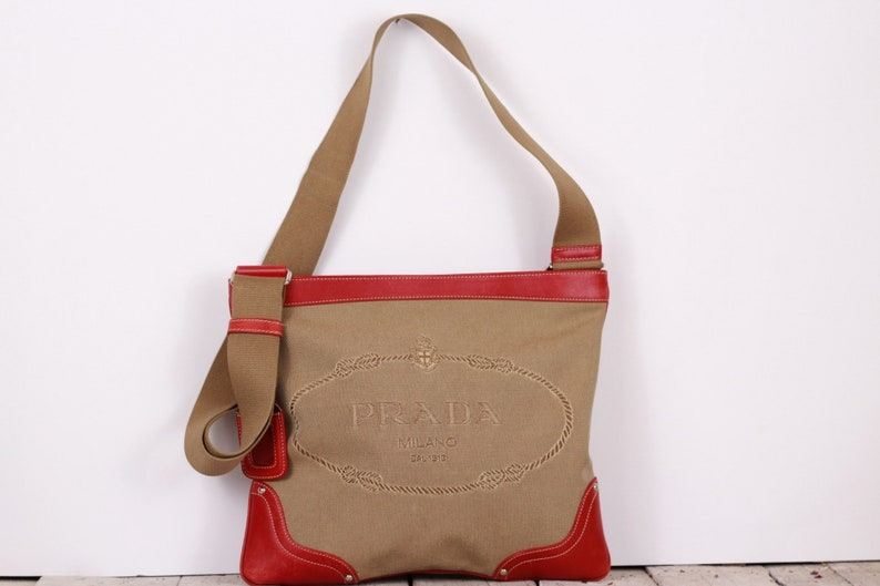 9752d62dee60e Vintage-Schultertasche PRADA Logo Leinwand rote Ledertasche