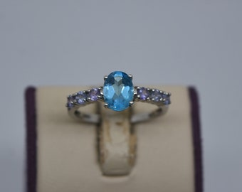 Size 8. FA305 Vintage Sterling Multi-Stone Ring