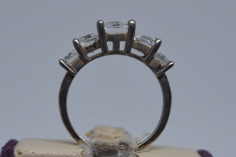 Size 7.25. FA101 Vintage Sterling /& CZ Ring