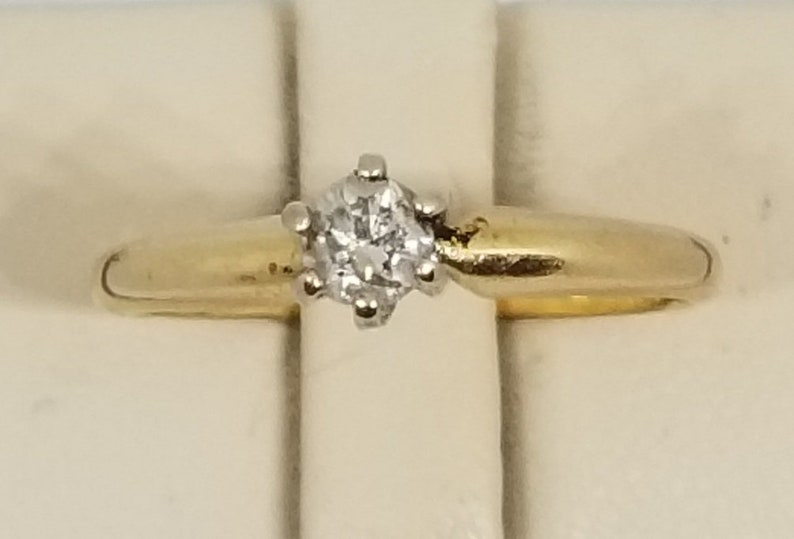 Size 5.75. Z80 Vintage 14K Yellow Gold Ring with a 20 Point Diamond