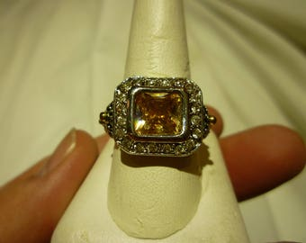 F39 Vintage Gold Center Stone Surrounded by Clear Rhinestones Ring.