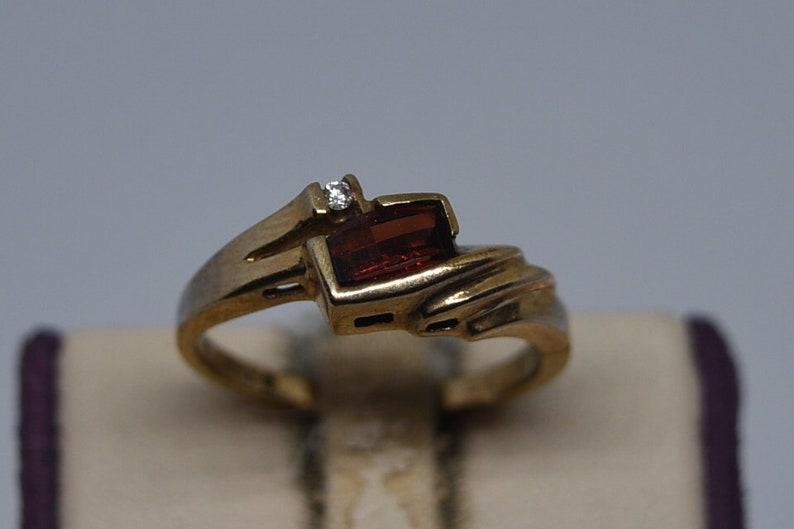 Size 6.75. Z90 Vintage 10K Yellow Gold Ring with Garnet /& Diamond