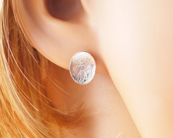 Studs oval concave in 925 silver
