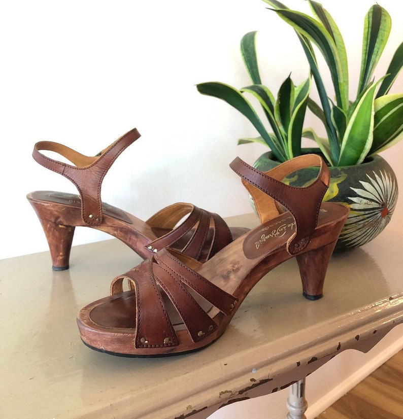 808450bb7047a Women's 1970's Brown Leather Wooden High Heel Shoes size 7 Made in Brazil  Boho Hippie