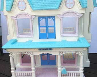 Fisher Price  doll house Loving Family