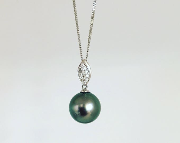 Tahitian Pearl Pendant, set in 18ct White Gold with Diamonds