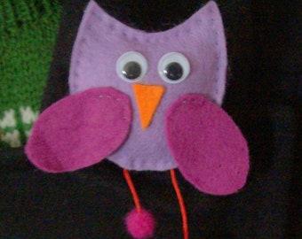 felt owl brooch, hand made felt owl brooch, gangly legs owl brooch, various colours owl brooch, googly eyes owl, 6cms tall owl brooch, felt