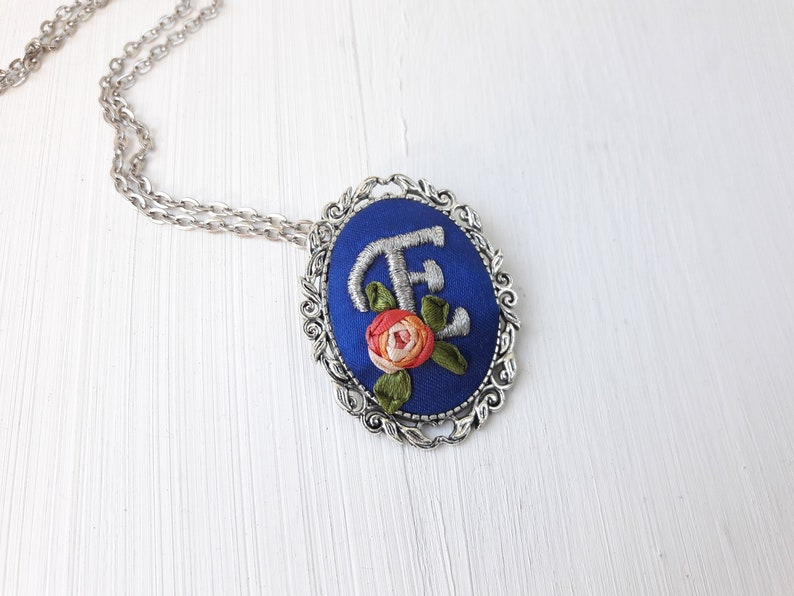 Custom embroidery woman initial necklace Hand embroidered flower pendant  for mom Initial necklace charm Personalized Gifts letter necklace