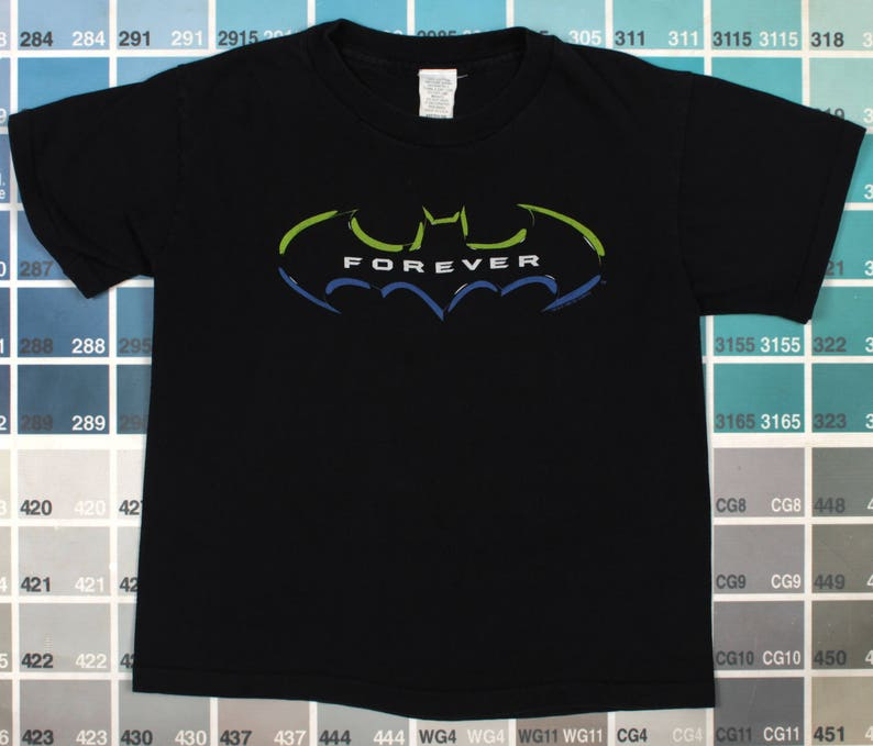 0687f408f996d Vintage Batman Forever shirt   vintage crop top t shirt   DC comics vintage    Batman logo   Batman movie   1995 movies   cropped tee women