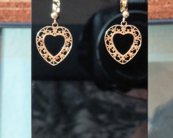 14kt Etched Gold Ornate Heart Drop Earrings Pierced Vintage
