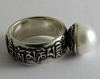 Om Mani Padme Hum, Polished Nielloed Silver Ring with Pearl