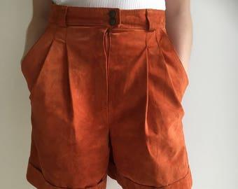 0cb41a835de1 Hohe Taille Wildleder Shorts aus Terrakotta Braun Orange Wildleder Shorts  der 80er Jahre, Frau Vintage 80 hoch taillierte Lederhosen, Größe 38 EU 12  UK M
