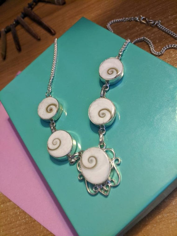 19-12 SHIVA SHELLS Ocean Swirl Necklace VINTAGE 1980/'s Ornate Sterling Silver Beachy Filigree Silver Tropical White Shells