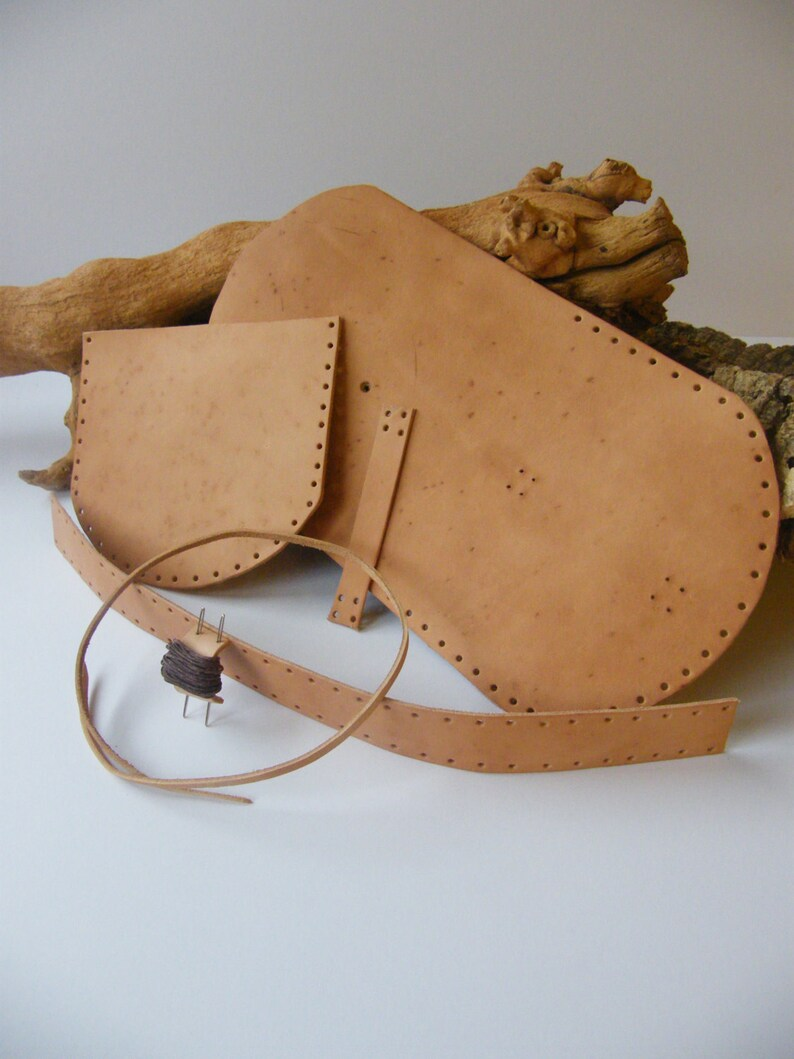 70639dde0fc3e Make Your Own Box Pouch: An Introduction to the Traditional Craft of  Leather Working