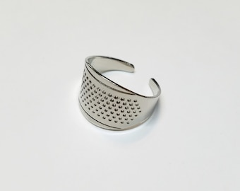 Clover adjustable ring thimble for hand sewing