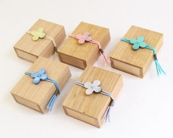 Cohana Japan glass head pins in cherry wood box - Choose your color