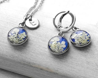 Blue floral jewelry set Personalized gift mother daughter Custom name bridesmaid proposal Charm initial necklace resin Friendship gift