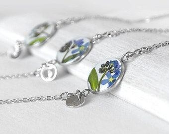 Forget me not bracelet with charm initial Custom personalized jewelry for girls sisters Tiny blue real flower bracelet resin daughter mother