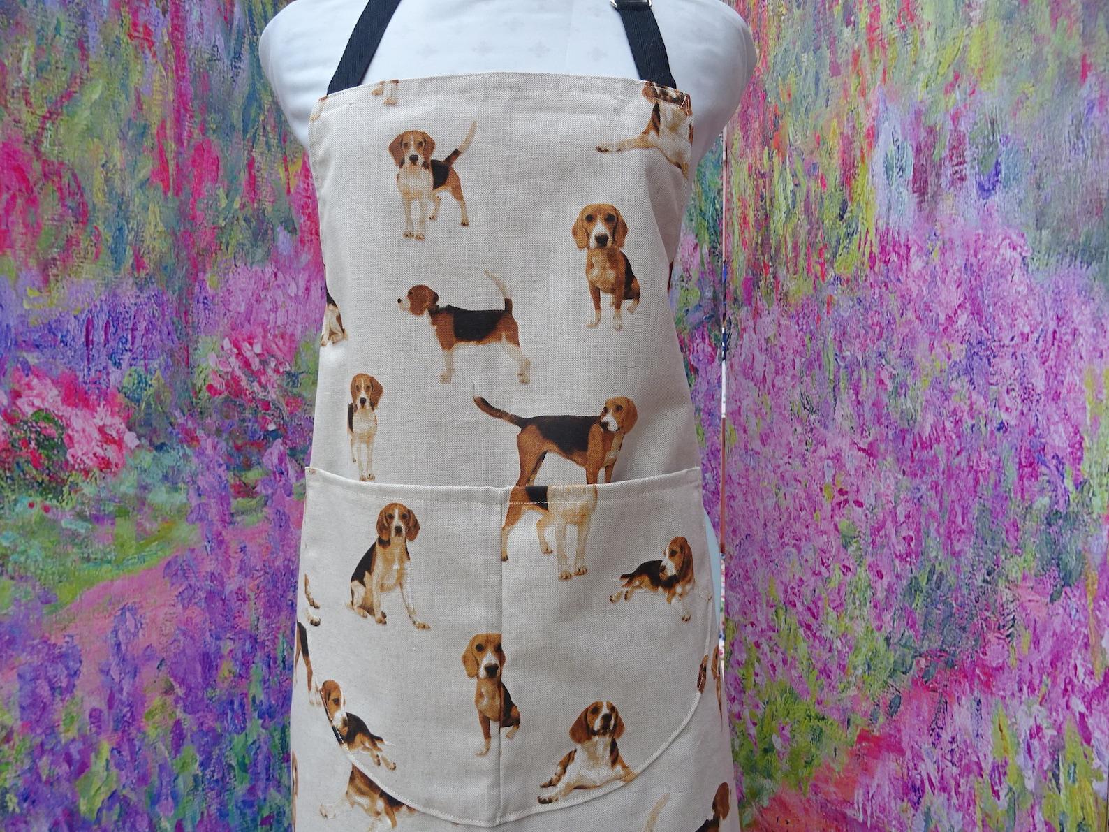 Apron with beagle print
