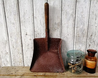 primitive dustpan / old enamel shovel / enamel dustpan