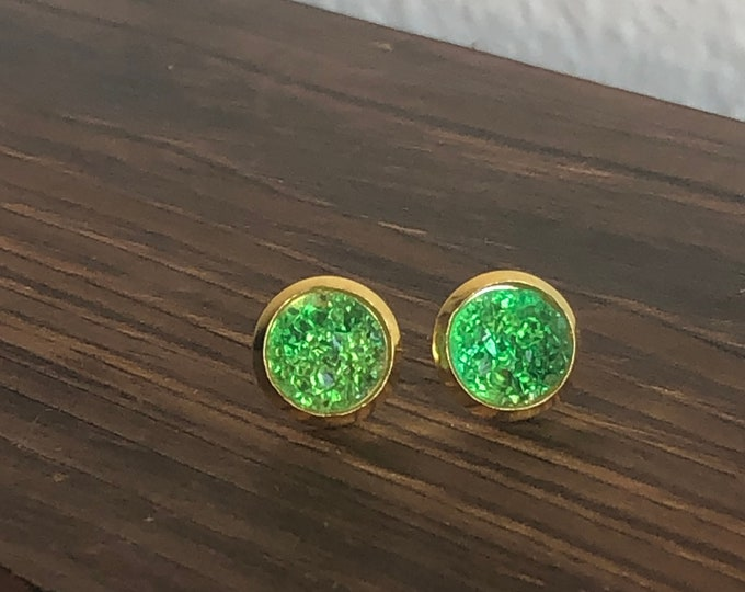 Zola Studs in Kelly Green