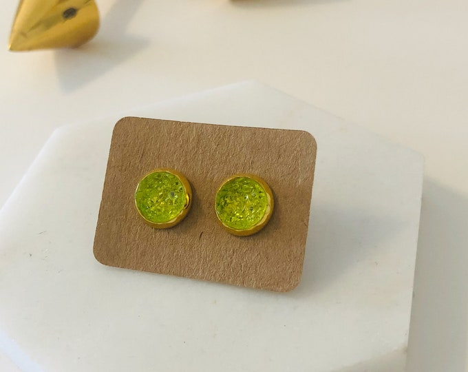 Zola Studs in Lime
