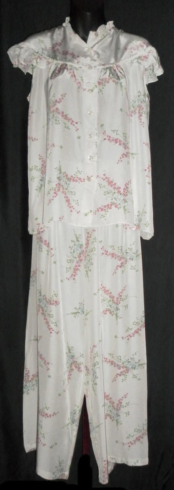 1940's Old Hollywood Starlet Vintage White & Flora