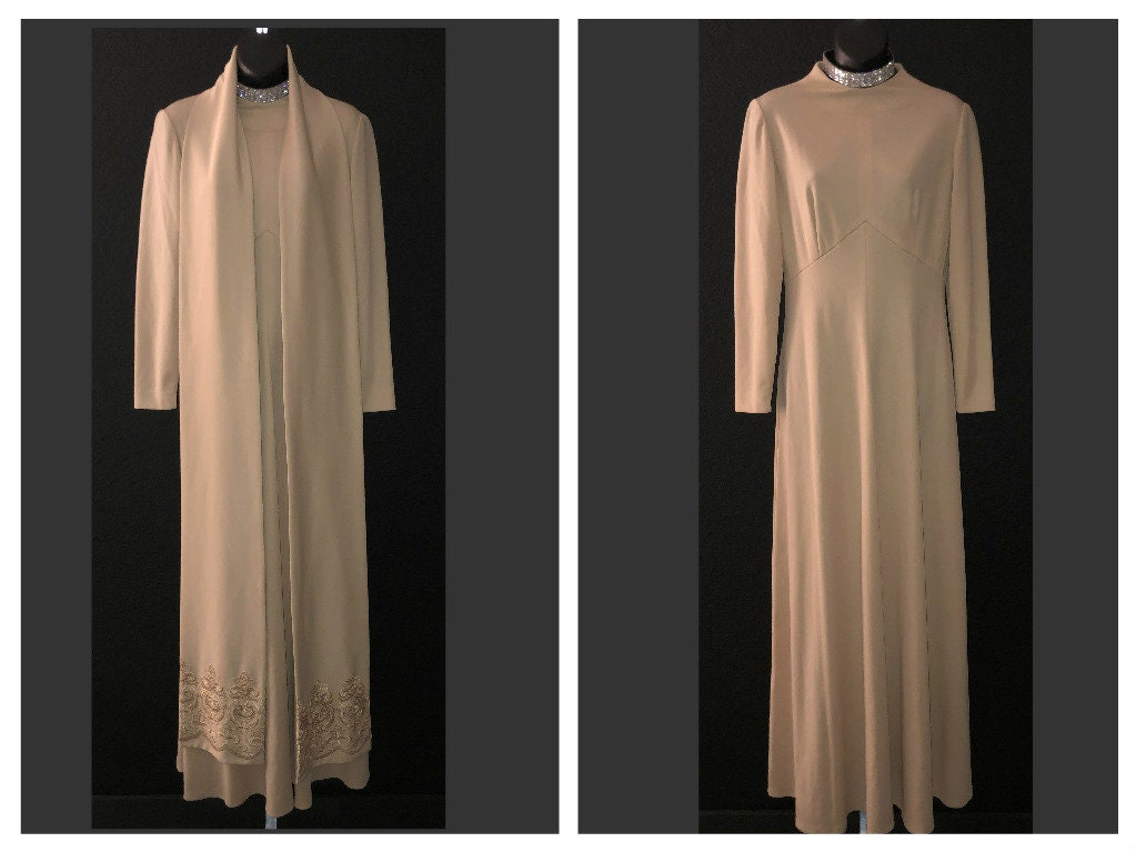 Vintage Scarf Styles -1920s to 1960s 2 Piece Vintage 1970s Leslie Fay Beige Tan Polyester Long HostessMaxi Dress with Matching Embroidered Scarf 38 $39.00 AT vintagedancer.com