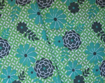Green Vintage Fabric, Floral Vintage Cotton, Vintage Fabric, Fat Quarter, Vintage Bed Sheet, Vintage Bed Linen, 60s Fabric, European Fabric