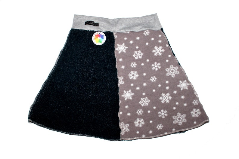 Women/'s Size Medium Dark Blue and Gray Fleece Skirt with snowflake pattern and pocket