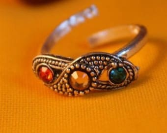 Pair of toe rings with rhinestones, tribal trinkets with gem stones, Indian craftsmanship, size adjustable