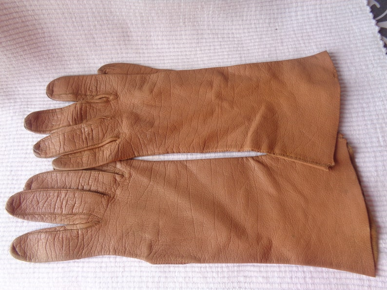 REDUCED 20/% Ladies French Vintage Kid Leather light Bown Gloves.
