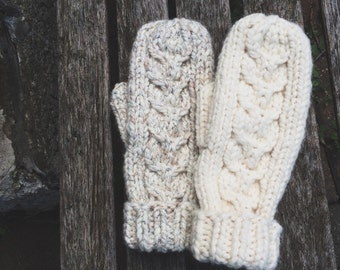 Cozy Cable Knit Mittens Winter Gloves // Wheat and Cream- Fleece Lining