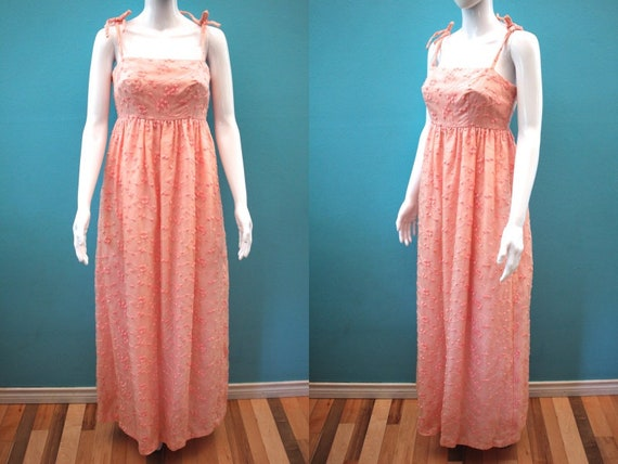 60's Prom Dress    60's Pink Embroidered Overlay E