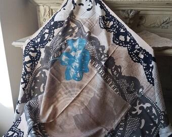 Superbe Vintage Paris Français Christian Lacroix signé Palette de couleurs  Unique Foulard soie   Design, 100 % italien soie Foulard intact, non utilisé 8d0cf7c2338