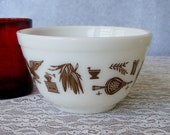 Vintage Pyrex Early American Nesting Mixing Bowl, 401 Small 1 1 2 Pint, No Chips or Cracks, Nice Brown Paint, Light Wear - 9982b