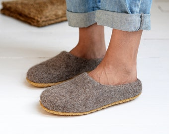 Boiled wool woman slippers- felt slippers- wool clogs- Christmas gift for woman- inside home shoes