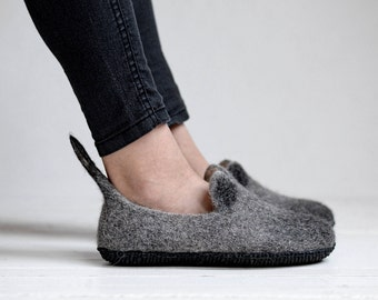 Grey woman cat slippers- boiled wool slippers- animal slippers- indoor warm shoes
