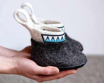 Children winter boots- eco friendly baby shoes- felted baby shoes- warm kid's shoes- wool kid's shoes- black winter boots for children