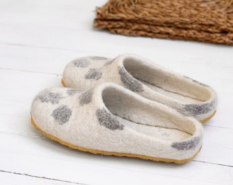 Felted slippers for women in white wool color- indoor slippers- boiled wool slippers