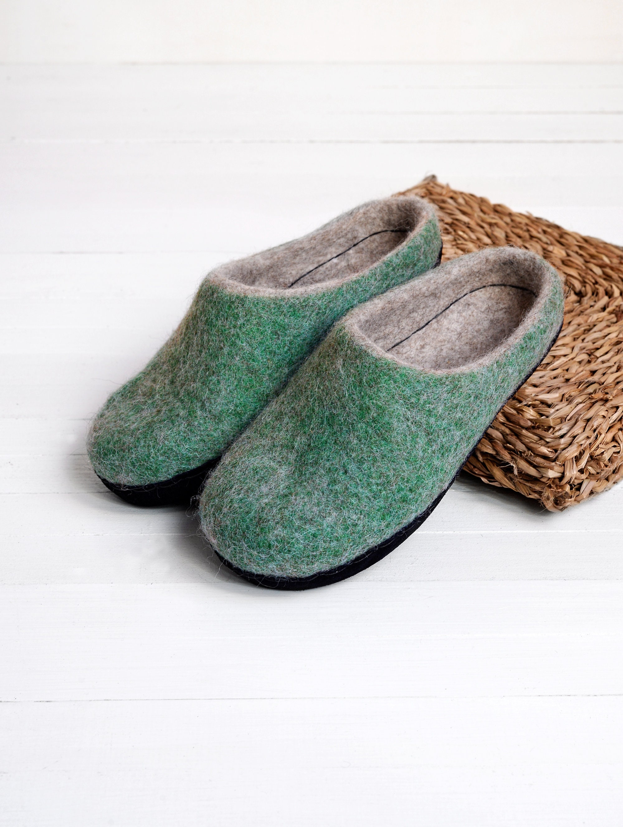 warm felt slippers for women in green wool color with leather sole