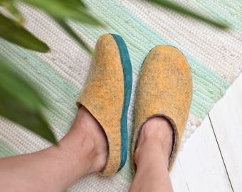 Summer felt slippers for women with leather sole- felt slippers- comfy wool slippers- hygge slippers- yellow wool felt slippers